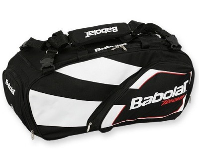 Спортивная сумка для вещей и ракеток.