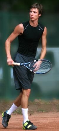 Инструктор по большому теннису Андрей Игоревич